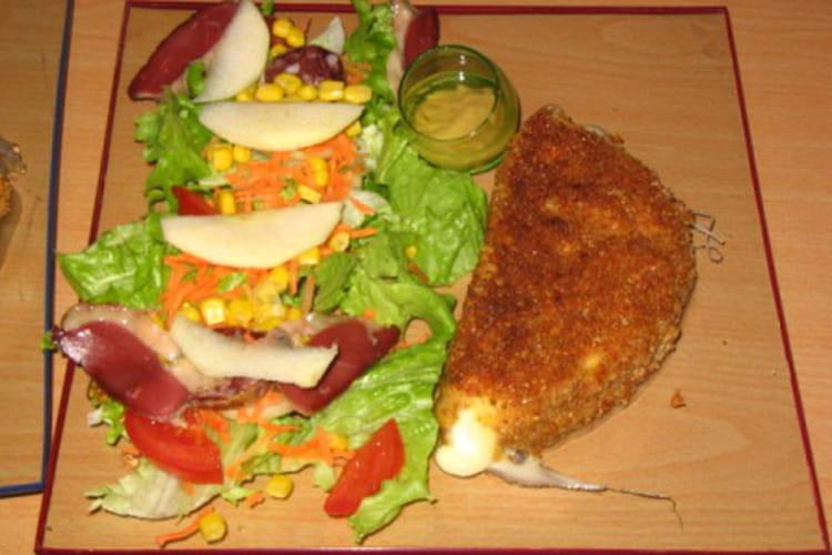 Salade composée et son reblochon pané