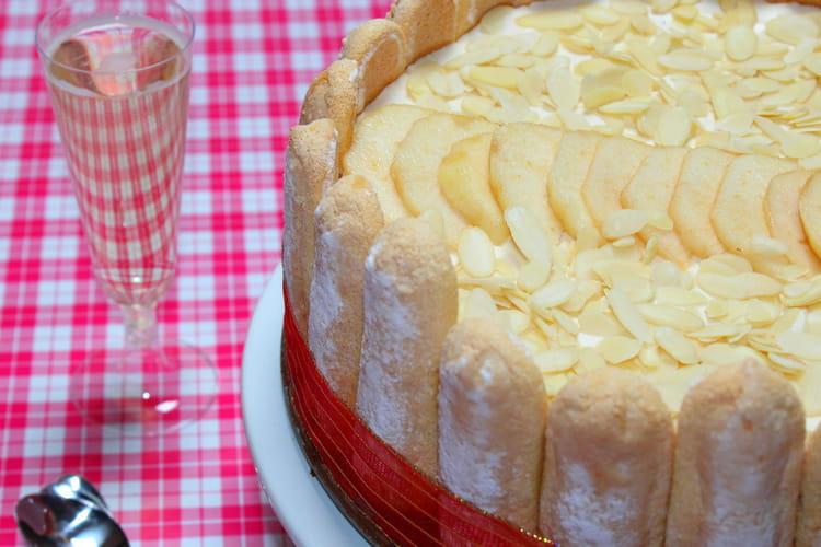 Charlotte aux poires au chocolat caramel, caramel beurre salé et amandes effilées