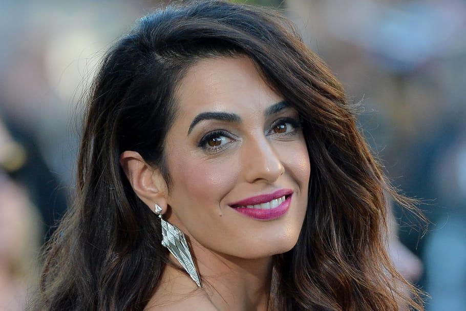 Look beauté de star: Amal Clooney illumine le tapis rouge