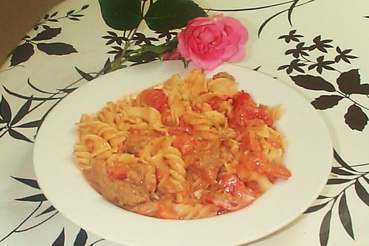 Tagliatelles et viande à la tomate mozarella