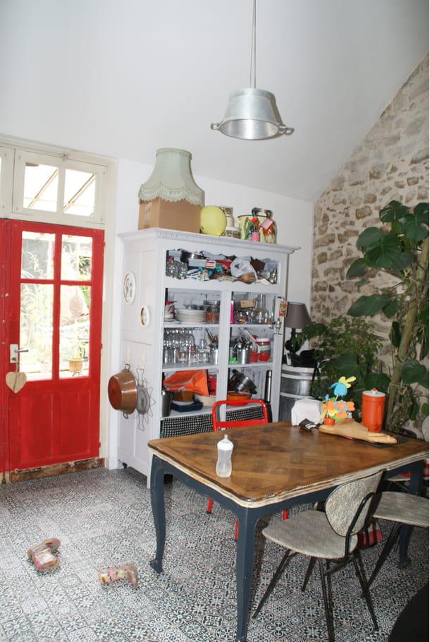 c t salle manger visitez la maison d 39 amandine chaleureuse et vintage journal des femmes. Black Bedroom Furniture Sets. Home Design Ideas