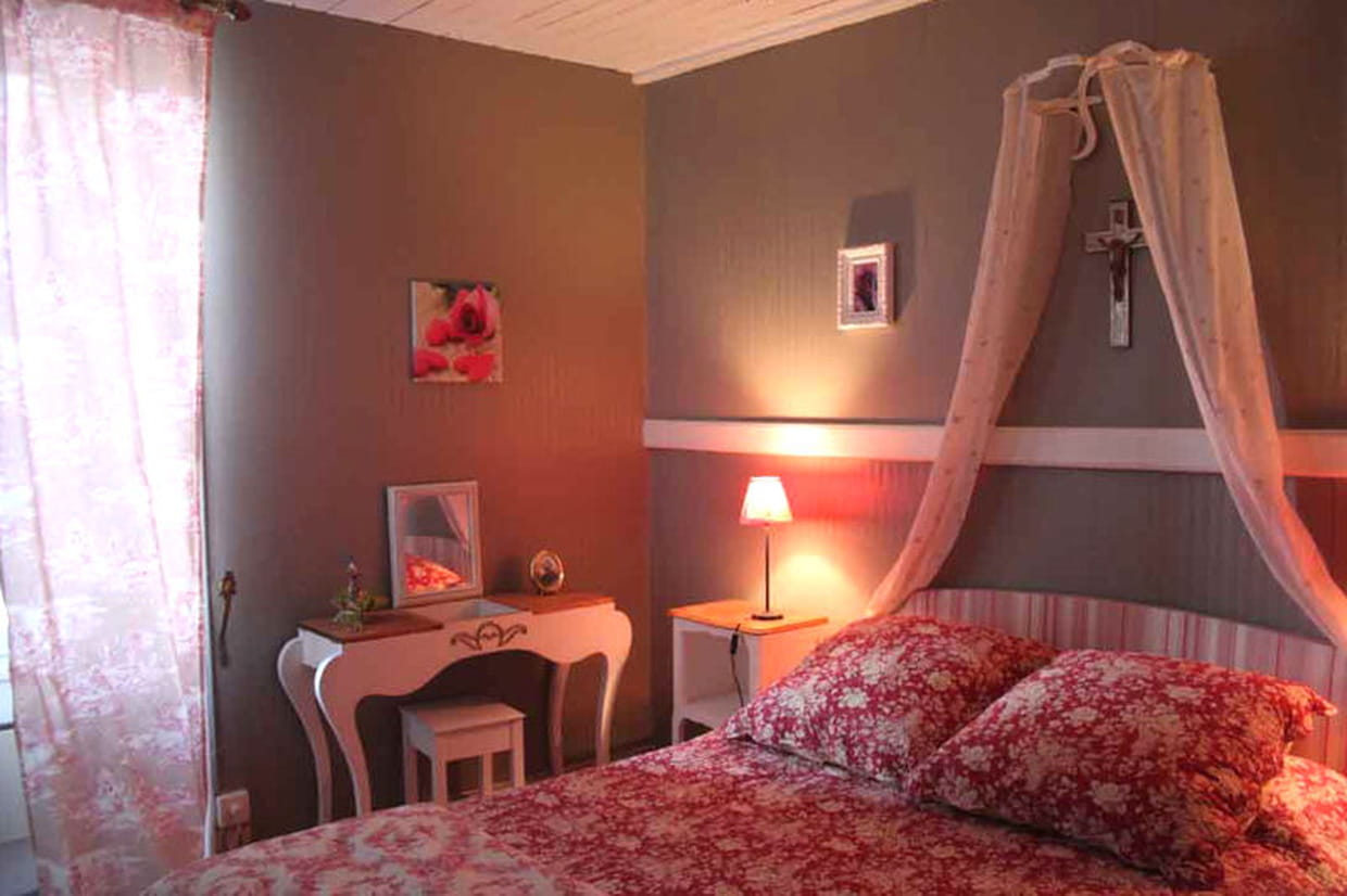 la chambre de val rie fleurie. Black Bedroom Furniture Sets. Home Design Ideas