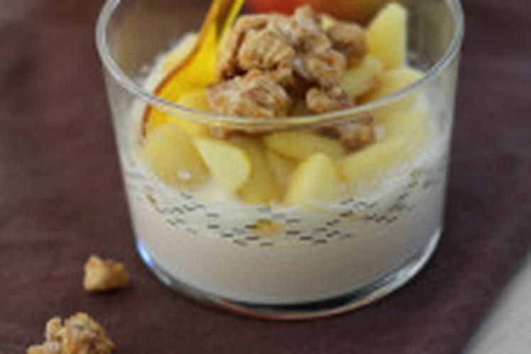 Panna cotta crémeuses, pommes et noix caramélisées