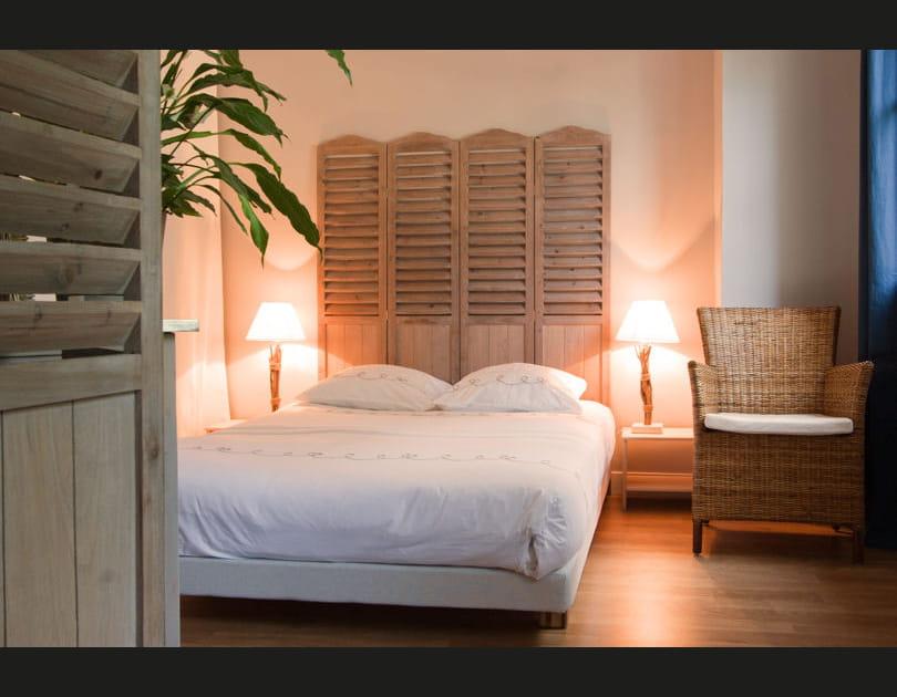 Des paravents en bois pour la tête de lit