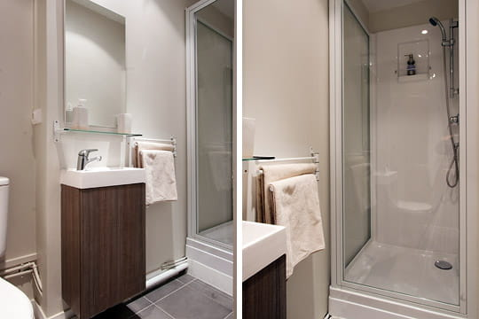 une salle d 39 eau dans un ancien placard. Black Bedroom Furniture Sets. Home Design Ideas