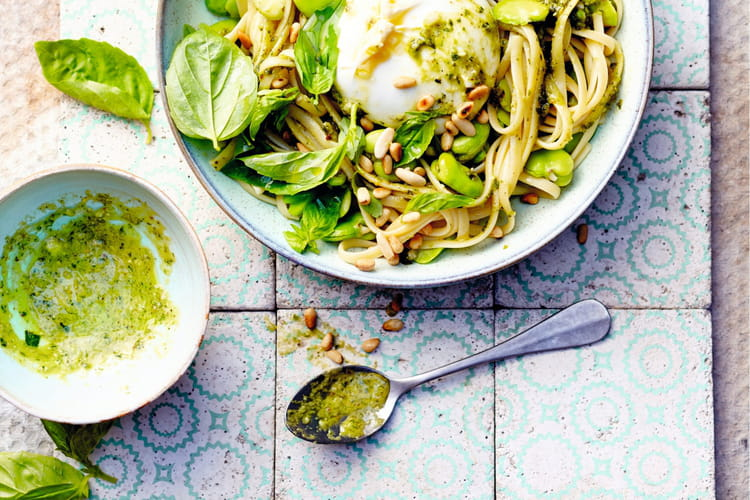Linguine aux fèves, pesto de basilic et burrata
