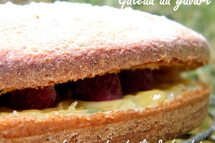 Gâteau léger au lemon curd, basilic et framboises