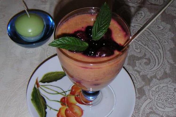 Mousse légère d'abricots et fruits rouges