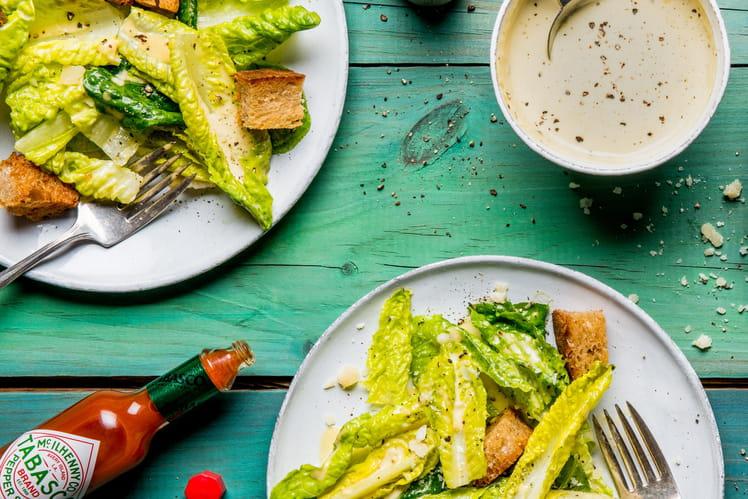 Salade César à la sauce TABASCO® Rouge
