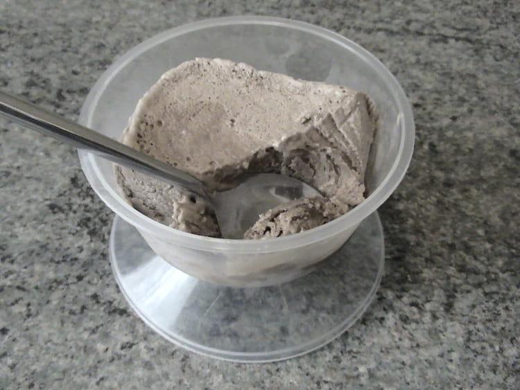Recette de glace au chocolat la recette facile - Faire une glace sans sorbetiere ...