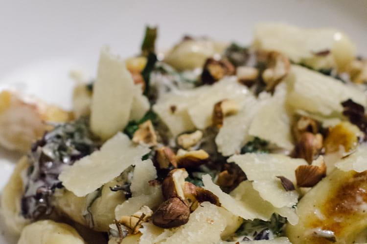 Gnocchis maison, chou kale, parmesan et noisettes