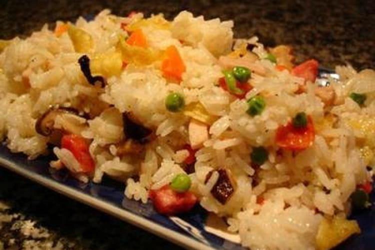 Riz cantonais à la saucisse et aux crevettes