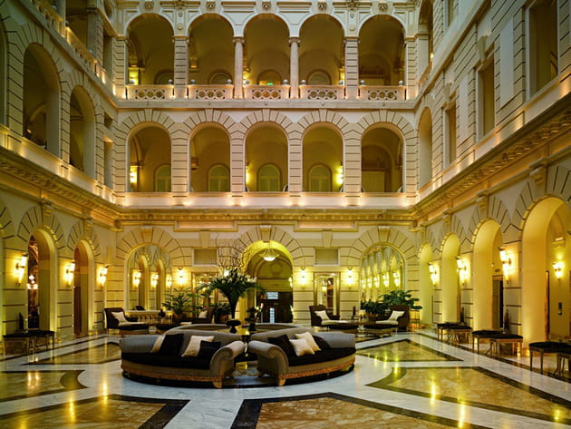 Les plus beaux hôtels de Budapest : le hall du Boscolo