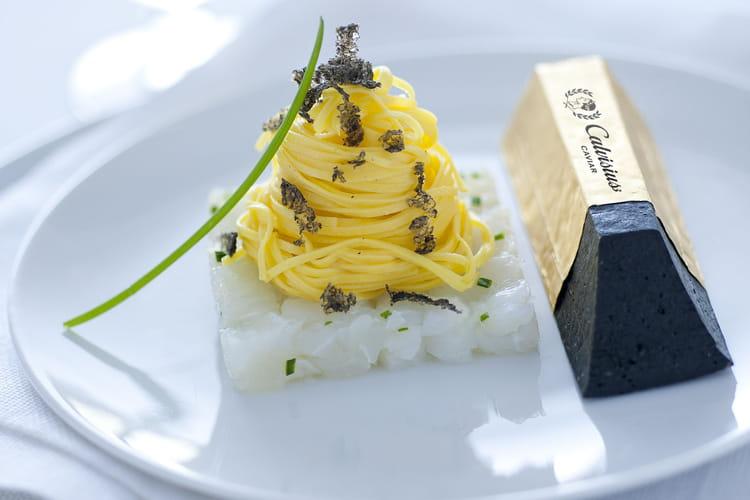 Maccheroncini de Campofilone sur tartare d'esturgeon et lingot de Caviar Calvisius