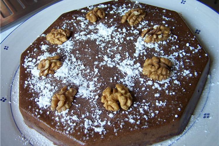 Marquise au chocolat, cerneaux de noix et écorce d'orange
