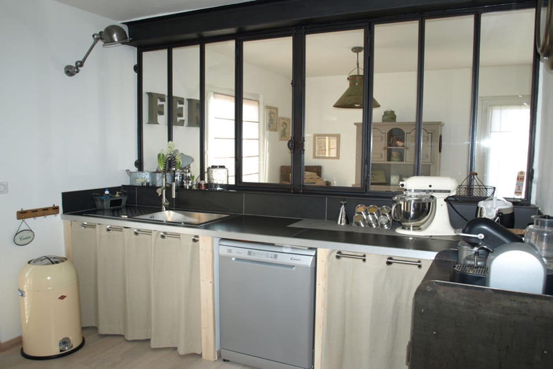 Une cuisine au style industriel for Prix installation verriere cuisine
