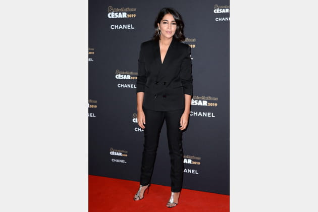TOP: Leila Bekhti en costume noir