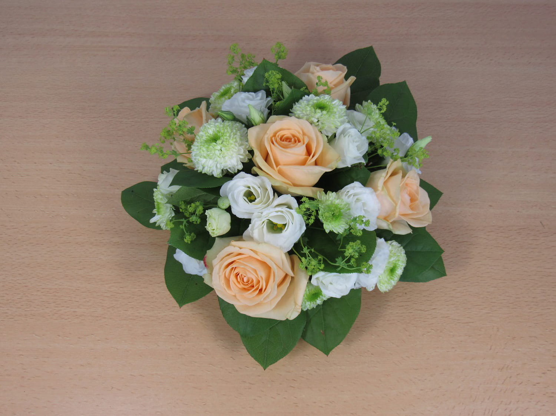 Comment réaliser un centre de table fleuri pour votre mariage?