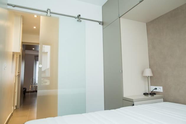 Après : une chambre moderne et lumineuse