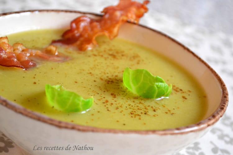 Soupe aux choux de Bruxelles à la muscade et lard grillé