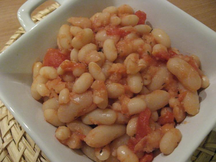 Recette de Haricots blancs à la sauce tomate : la recette facile on