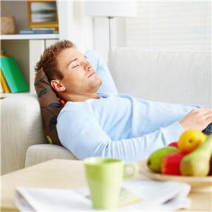 veillez à ne pas dormir à plat, ayez toujours un oreiller pour surélever votre