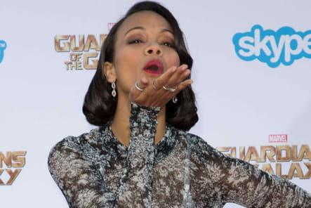 Zoe Saldana n'y va pas de main morte