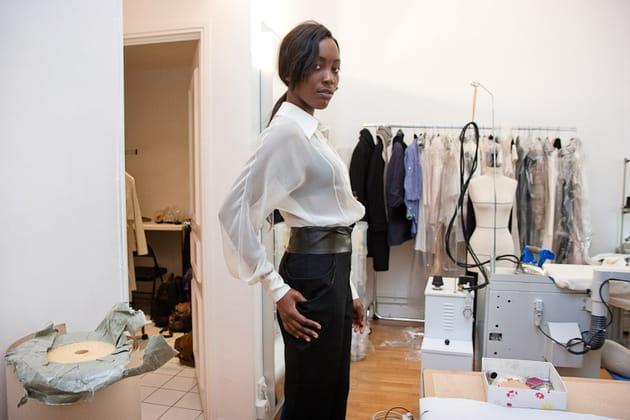 Pantalon de laine et chemise en mousseline de soie