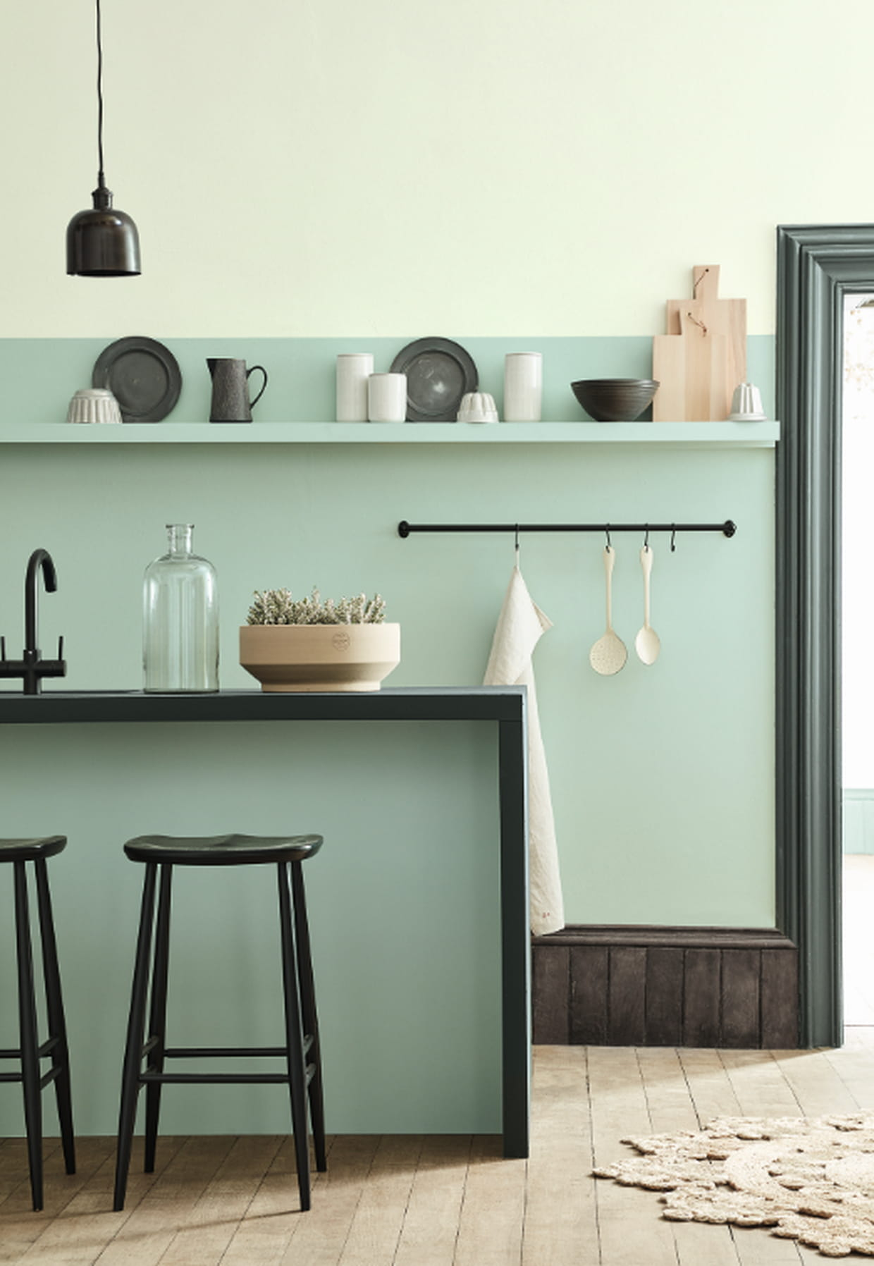 peintures aquamarine pale mid et livid de little greene. Black Bedroom Furniture Sets. Home Design Ideas