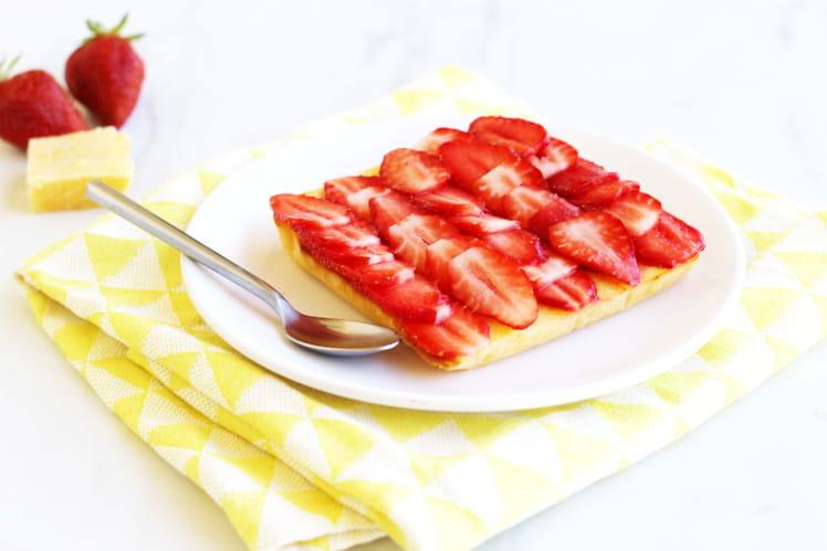 Fondant au citron et fraises fraîches