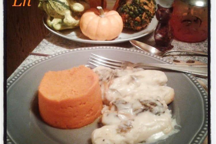Quenelles de volaille sauce chanterelles et purée de carottes