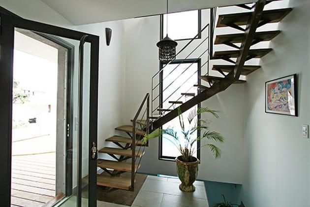 Escalier graphique à l'entrée