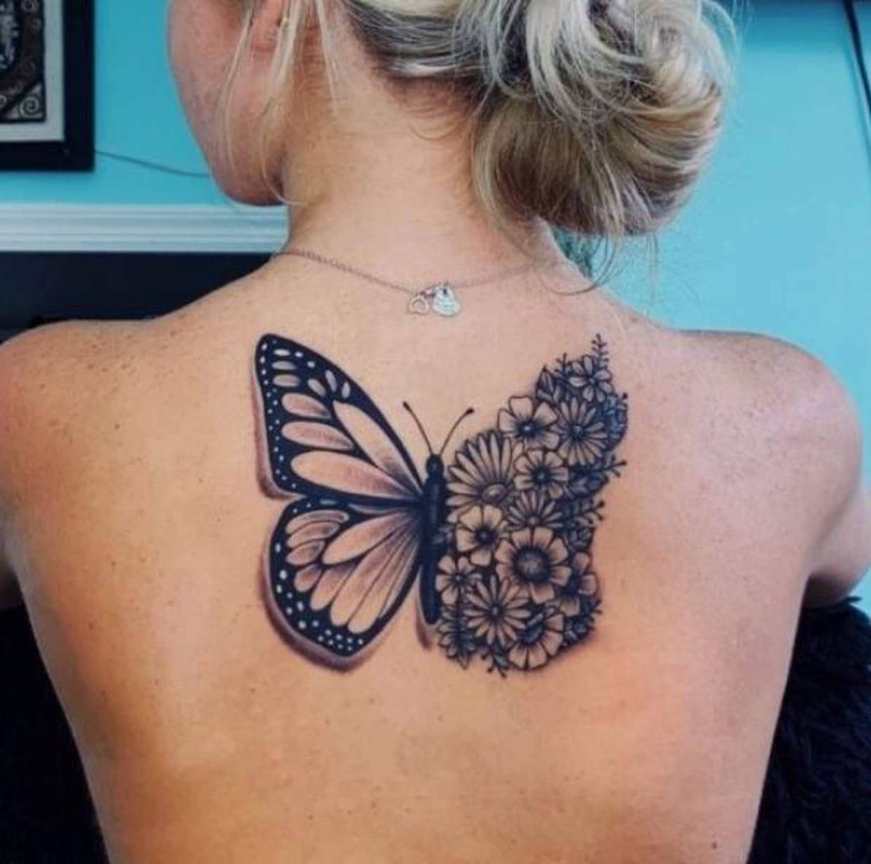 Papillon Fleuri Dans Le Dos
