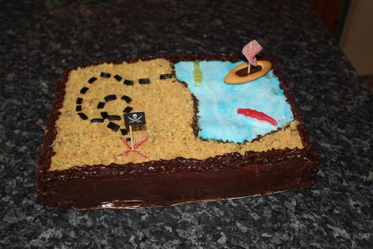 Gâteau d'anniversaire carte aux trésors, quatre-quart, pâte à tartiner et bonbons