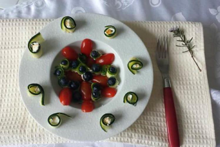 Salade myrtilles, courgettes, tomates et chèvre