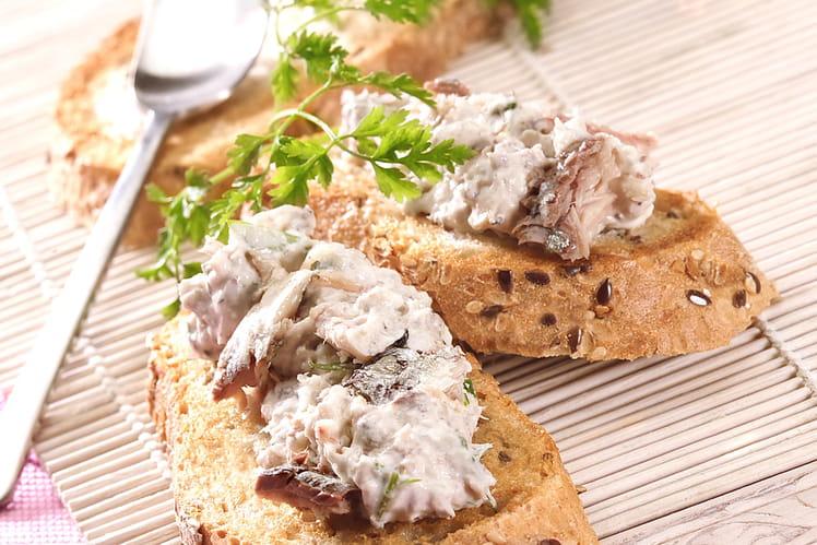 Toasts de rillettes de filet de sardines basilic et citron