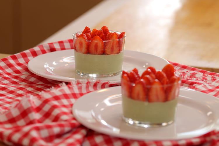 Panna cotta au thé matcha et aux fraises