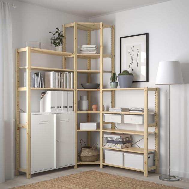 Un meuble de rangement d'angle