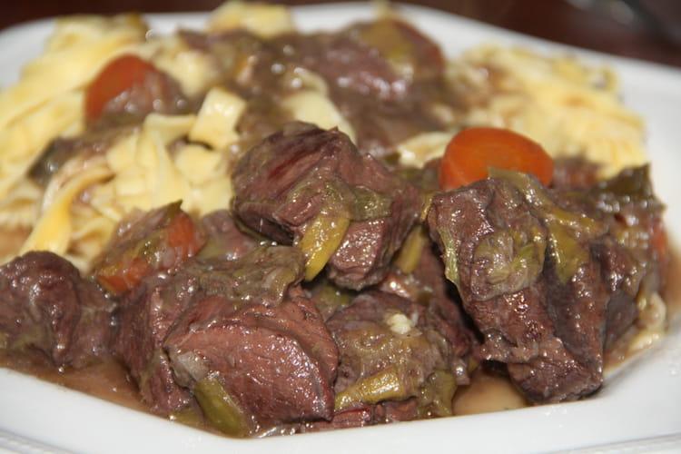 Bœuf, carottes et poireaux à l'ancienne