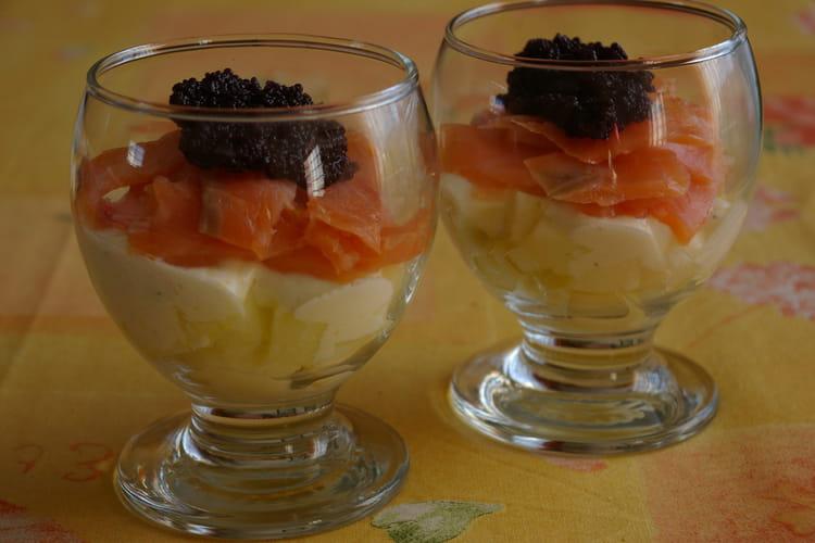 Verrines fraîcheur de saumon, granny et succédané de caviar