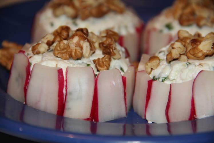 Charlottes de radis roses au chèvre frais et aux noix