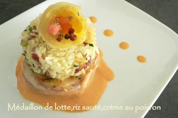 Médaillon de lotte, riz sauté et crème au poivron