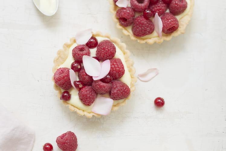 Tartelettes aux framboises et crème pâtissière à la rose