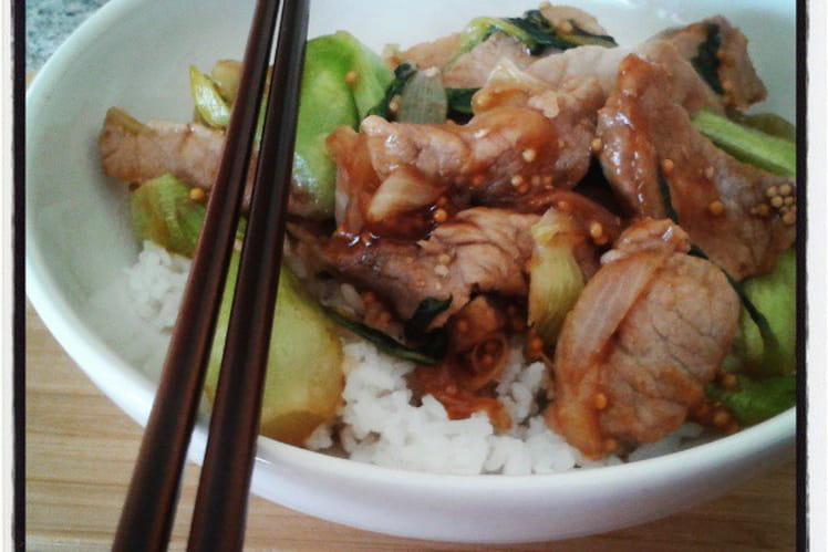 Escalopes de porc et bok choi sautés graines de moutarde et sauce teriyaki