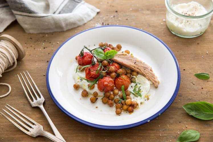 Thon au basilic, tomates et pois chiches rôtis, crème de ricotta
