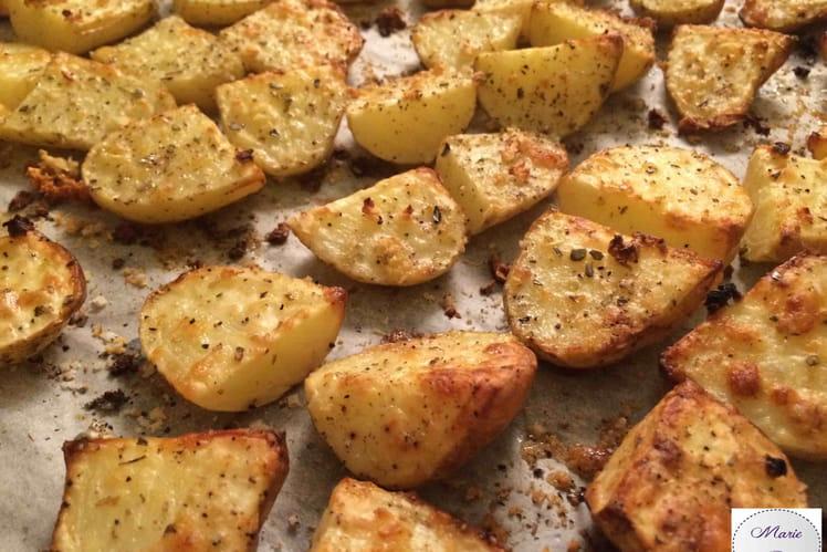 Pommes de terre nouvelles à l'ail et aux herbes