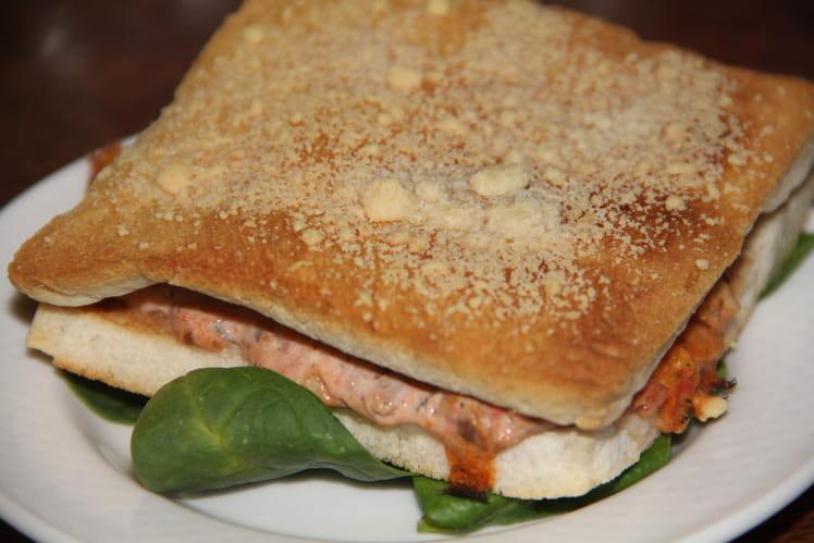 Croque-sardines aux tomates, olives et câpres