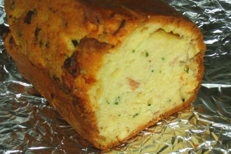 Cake bacon, feta et ciboulette