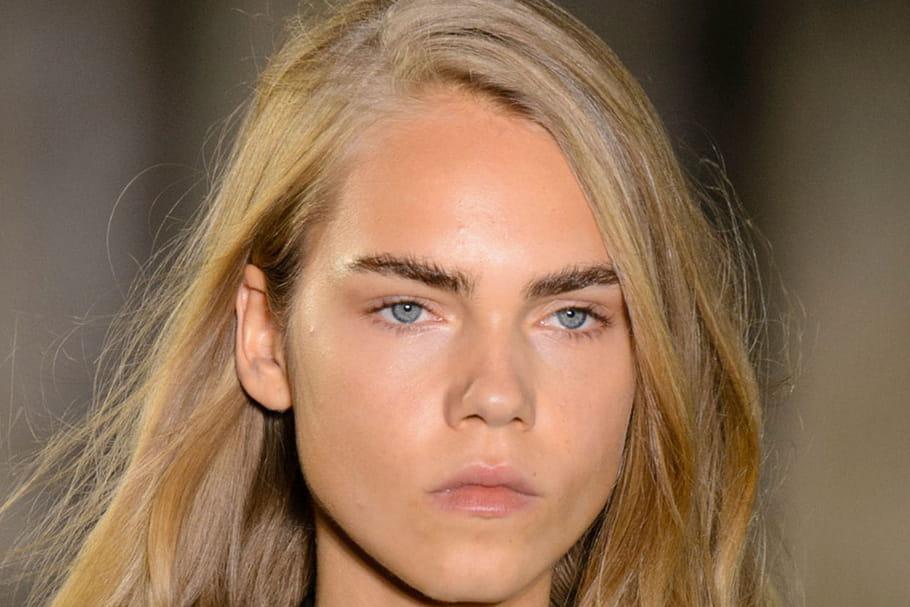 Le make-up androgyne rock du défilé Saint Laurent