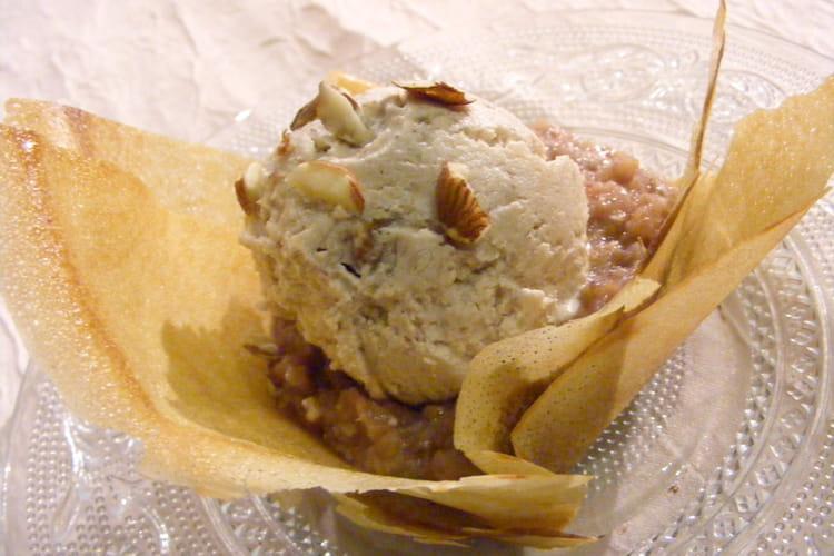 Croustillants aux pommes, figues et crème glacée